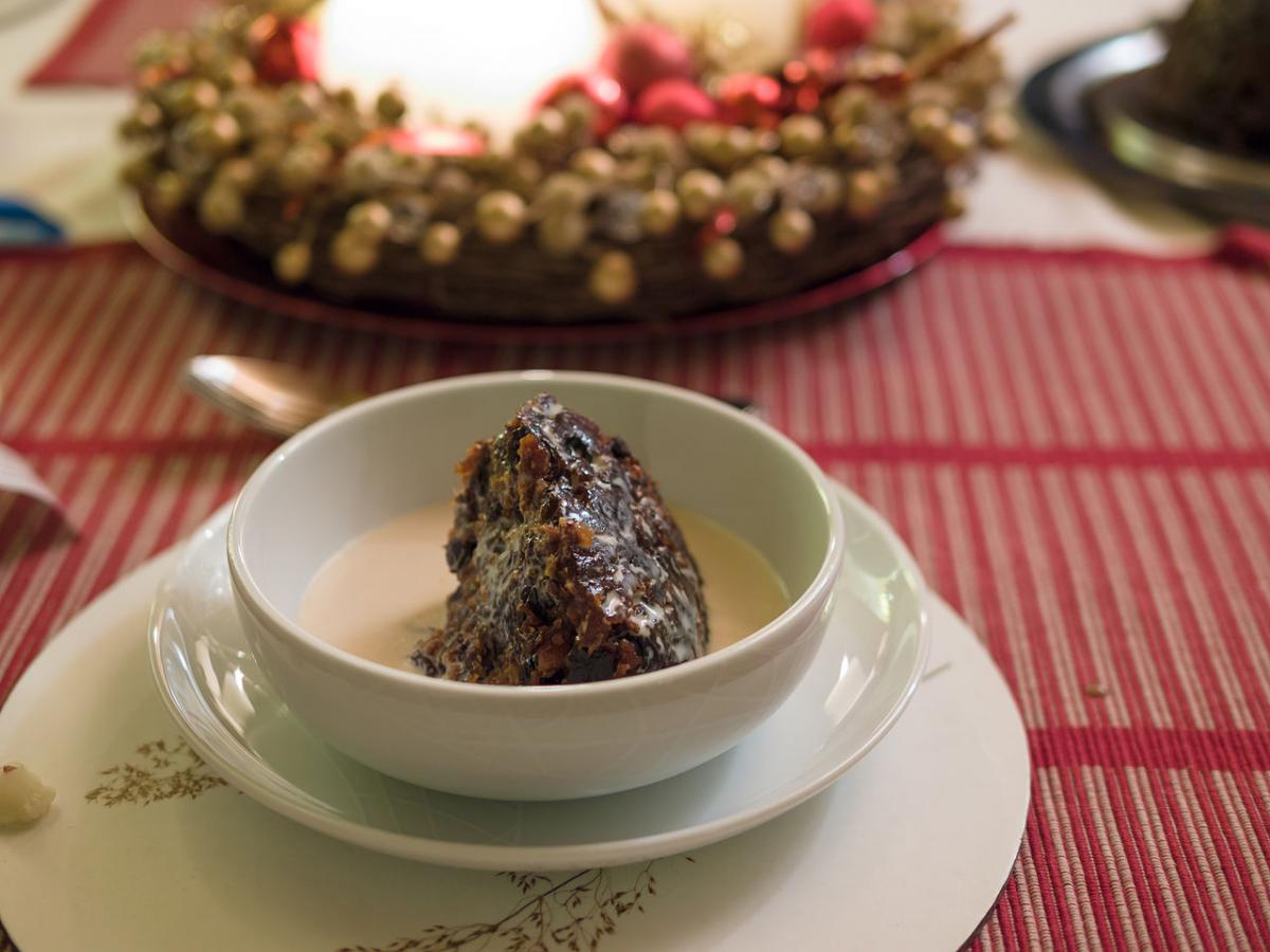 Christmas pudding © James Petts, Wikimedia, CC BY-SA 2.0
