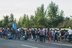 Flüchtlinge auf dem Weg nach Österreich © Joachim Seidler, photog_at from Austria, Wikimedia,  CC BY 2.0