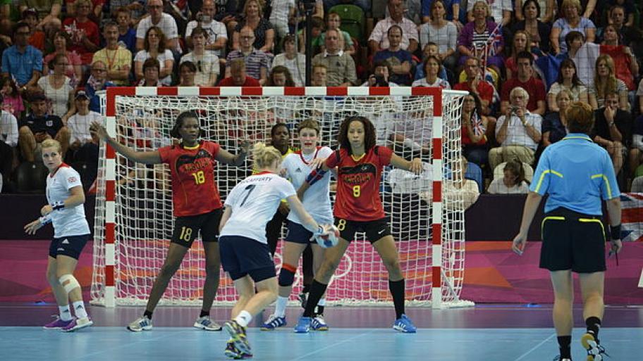 wie lange dauert eine halbzeit beim handball
